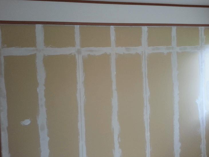 下塗り用のパテを塗っていきます。