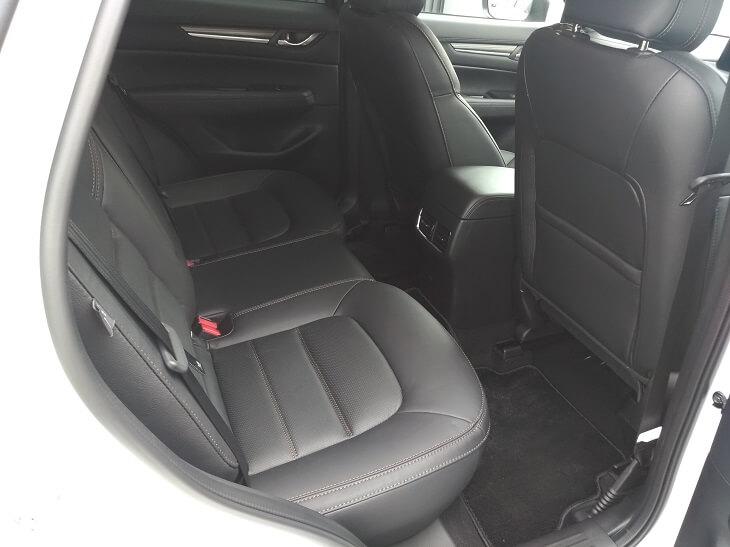 CX-5後部 座席