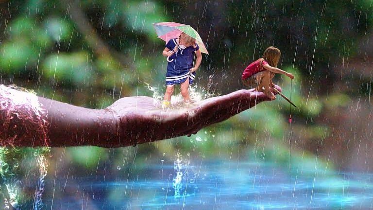 雨の中女の子が釣り