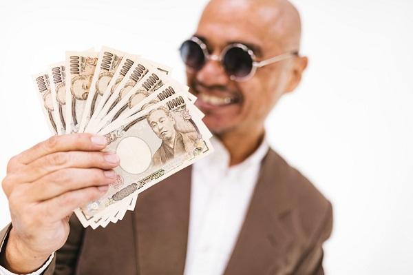 お金100万円何に使おうかな?