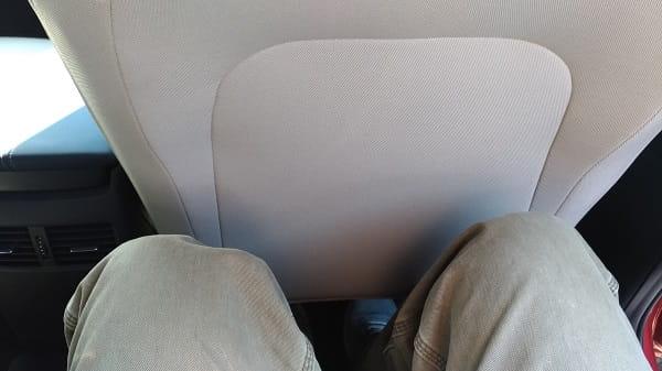 後部座席の広さ
