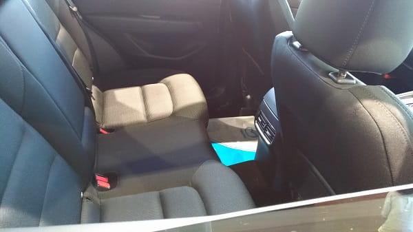 CX-5の後部座席