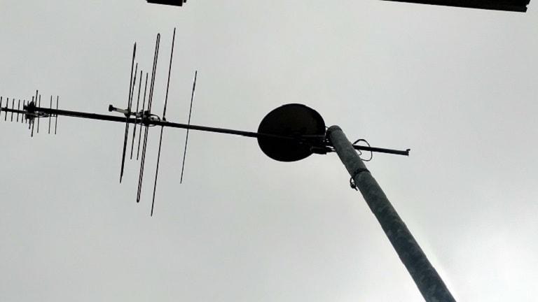 アンテナが倒れている